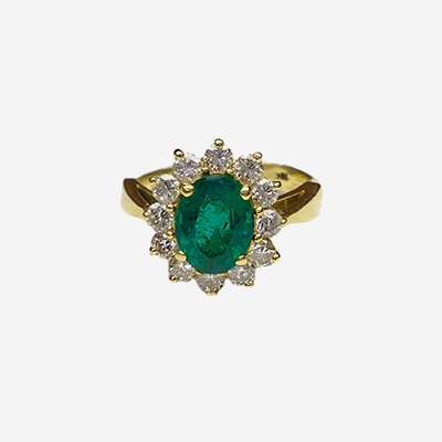 18kt Oval Emerald and Diamond Ring