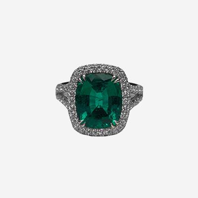 18kt Cushion Cut Emerald Split Shank Halo