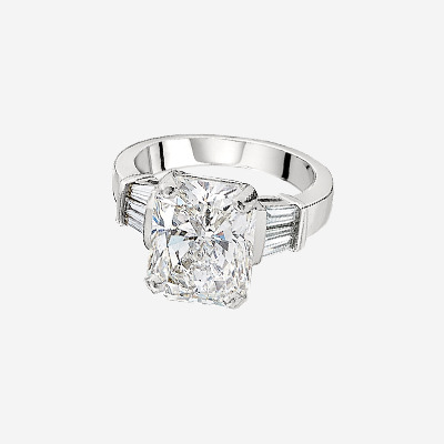 Platinum Radiant Cut Diamond engagement Ring with Baguette Side Diamonds.