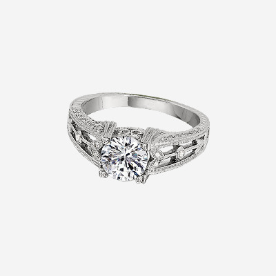 18kt Antique Style Diamond Engagement Ring