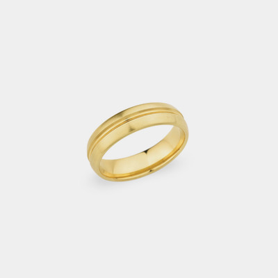 18kt Satin Center Line Wedding Ring