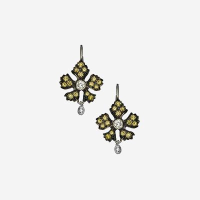 18kt green and briolette diamond earrings