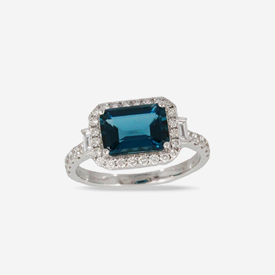 18kt blue topaz and diamond ring